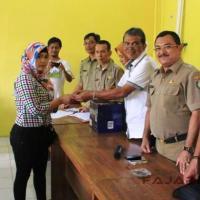 162 TKI Bermasalah Indramayu Terima Bantuan Modal Usaha dari Kemenakertrans